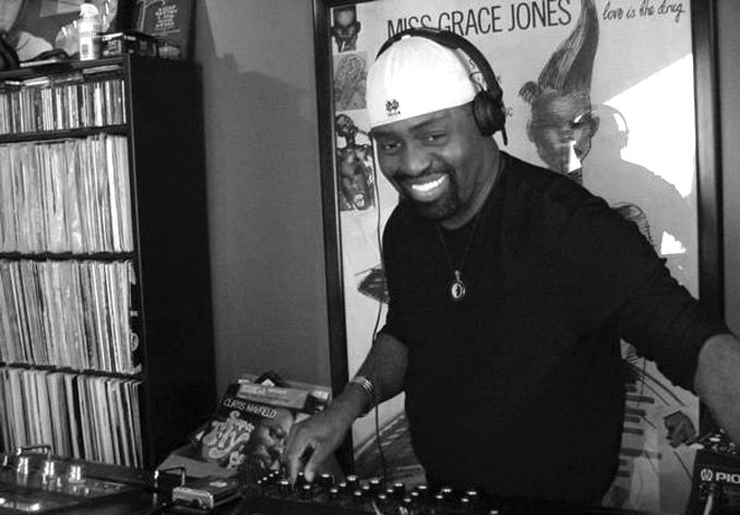 Frankie-Knuckles-spinning-crates